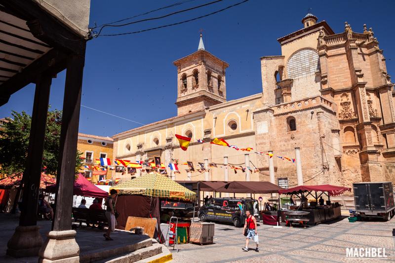 plaza-mayor-de-chinchilla-de-monte-aragon-provincia-de-albacete-lugares-para-visitar-castilla-la-mancha-by-machbel
