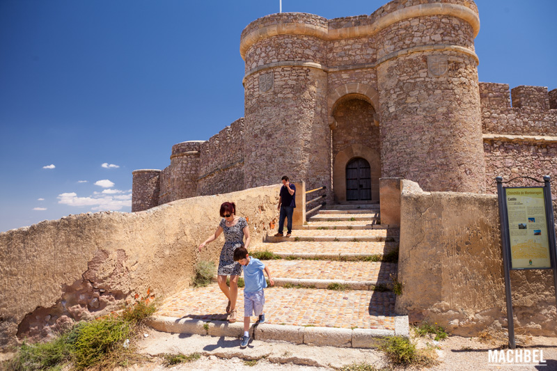 puerta-principal-del-castillo-de-chinchilla-provincia-de-albacete-lugares-para-visitar-castilla-la-mancha-by-machbel